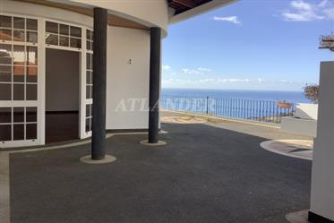 4 bedrooms house with sea view for sale, Câmara de Lobos