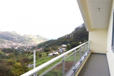 Moradia V3 com vista panorâmica sobre o vale e o mar para ve...