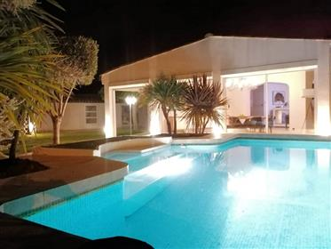Narbonne – Superb Villa with Pool. Close to City Centre