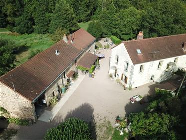 Hotel-Camping in the Nièvre with a large plot of land