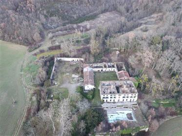 Abbaye du 14e Ismh à restaurer su 17,49 hectares
