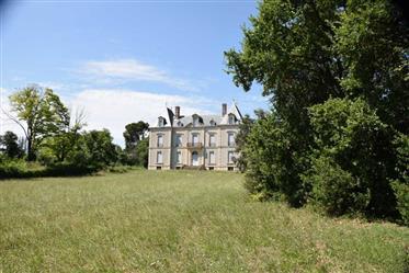 Château 19e à rénover dans un parc de 3,57 hect canal du midi