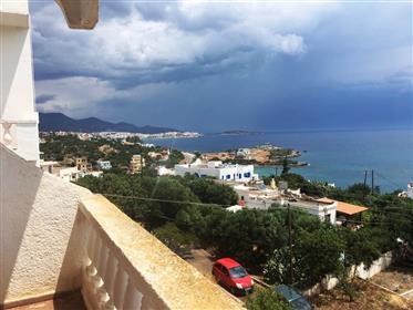 Ammoudara-Agios Nikolaos: Six appartements sur trois étages très près de la mer.