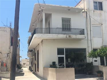 1St floor apartment of 65m2 in need of modernization in Gra Lygia.