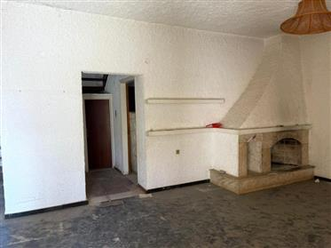 House on two floors a total of 122.4m2 for renovation in Koutsouras.