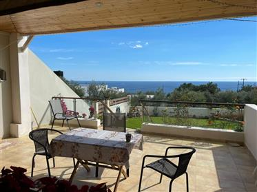 Ground floor apartment of 100m2 with stunning mountain and sea views.