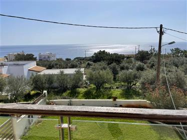 First floor apartment of 100m2 with stunning mountain and sea views.