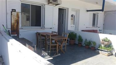 First floor apartment of 42,5m2 with an open plan living area with kitchen.