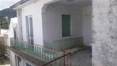 A village house on two floors, in Mesa Mouliana.