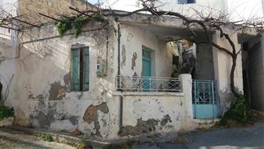 Piskokefalo-Sitias: Petite maison en pierre avec cour et terrasse sur le toit offrant une vue sur le