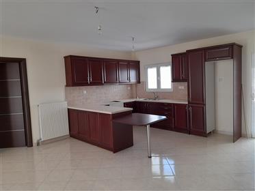 Appartement neuf au deuxième étage de 84m2 à seulement 500 mètres de la mer.