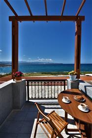 Analoukas-Sitia : Appartement au premier étage à seulement 100 mètres de la mer.