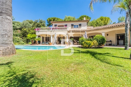 Mougins closed to Cannes, located in absolute quiet, walking distance to shops, very nice