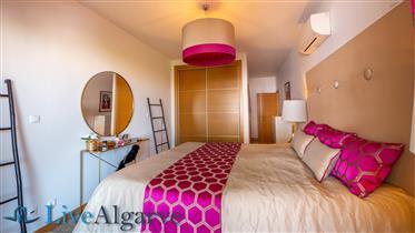 Chave na Mão, Apartamento T2 Moderno com Piscina, Lagos