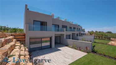 Ultra-Modern T3 Townhouse on the Arade Riverside, Parchal