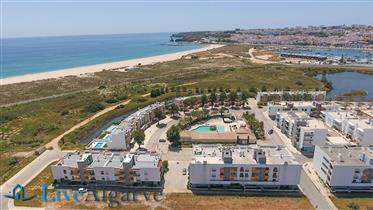 Impressionante Apartamento T4 com Vista Mar na Meia Praia, Lagos
