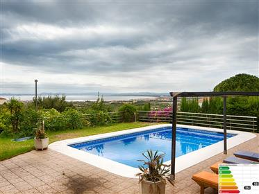 Beautiful villa with views, garage and pool
