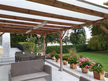 Vue Loire, maison en excellent état sur 1750 m² de terrain clos et arboré.
