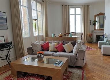 Hypercentre Orleans, bel appartement ancien avec balcon
