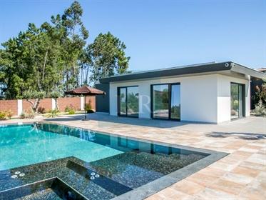 Moradia T4 de luxo com piscina próxima da Ericeira