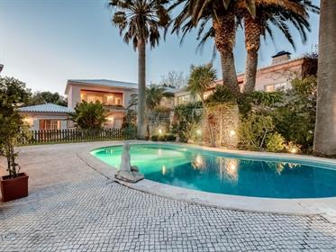 Quinta com moradia de luxo T5 e piscina próxima do Estoril