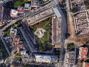 Parque de estacionamento coberto com 211 lugares em Carnaxide