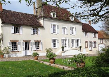 Ravissante demeure Xvii ème siècle dans son parc arboré et fleuri de plus d'un hectare