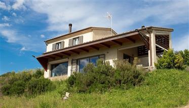 Villa panoramica con terreno