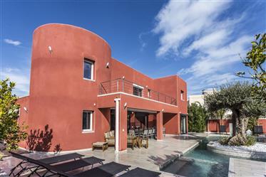 Magnífica  propiedad con 8 dormitorios a  tres  minutos  de la playa.