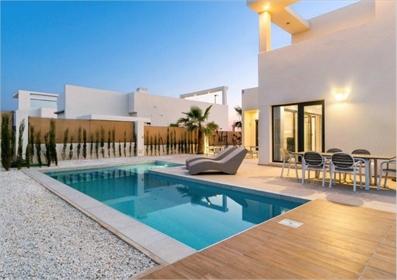 Villa de estilo moderno en Benijófar, Alicante