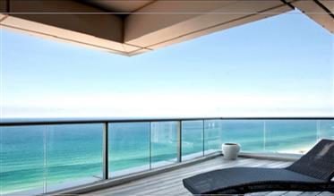 Appartement de luxe avec nouveau projet sur la terrasse devant la mer