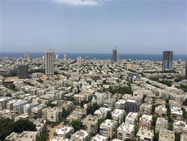 דירת יוקרה גבוהה עם מרפסת במגדל חדש במרכז  תל אביב