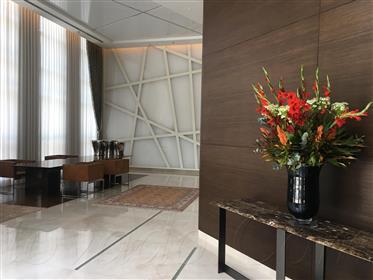 Современная, как новая престижная квартира - одна из самых престижных башен в этом районе