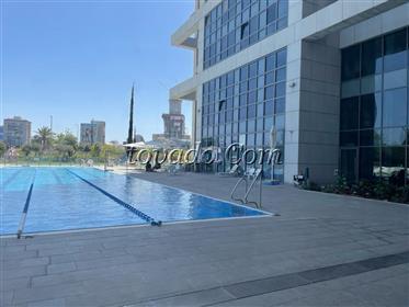 Appartement de luxe, tour de luxe, piscine, très grand balcon Projet terminé