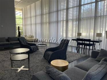 Appartement de luxe, tour de luxe, piscine, très grand balco...
