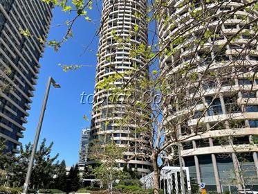Appartement de luxe, Tour de luxe, piscine, très grand balcon Etage élevé, superbe vue ouest