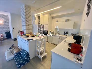 Bel appartement, dans un immeuble Bauhaus de style international