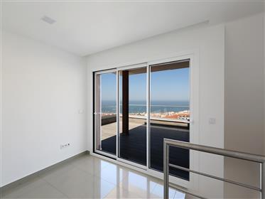 Apartamento T3, duplex, em construção, com vista para o mar