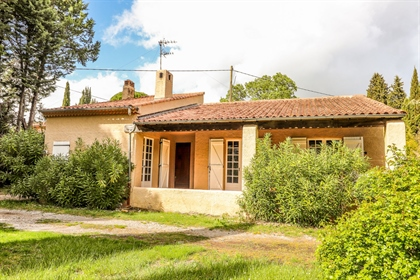 Flayosc, less than 3 kms from the village, villa on one leve...