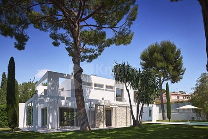 Cap d'Antibes - Contemporary Villa on the West side