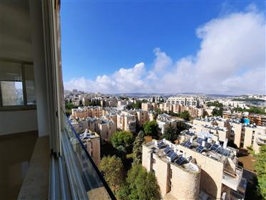 For sale, a spectacular penthouse in Maalot Dafna!