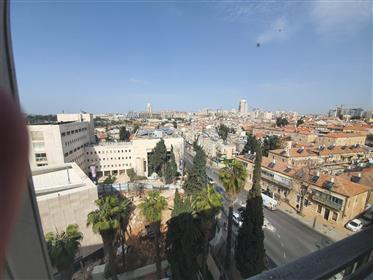Apartment for sale in the city center / Nachlaot.