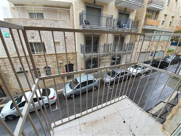Renovated 3-room apartment as new for sale in Nachlaot,
