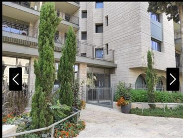 2.5 room apartment for sale in the city center,