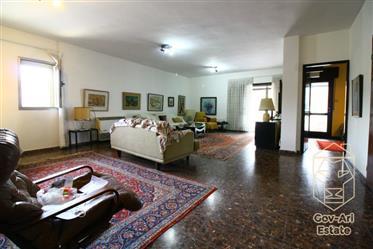Superbe penthouse avec un immense balcon dans le quartier d'Arnona à la recherche d'un acheteur!