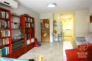 For sale, a renovated 4-room apartment on a green and charming street in the Baka!