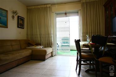 Un bel appartement de 3 chambres avec ascenseur direct à l'appartement dans l'ancien Katamon est à