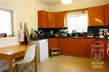 In the heart of old Katamon, a renovated 4-room apartment is looking for a buyer!