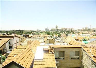 Price drop to close a deal! Exclusive! 85 Sqm duplex, with adjoining roof balcony for sale!