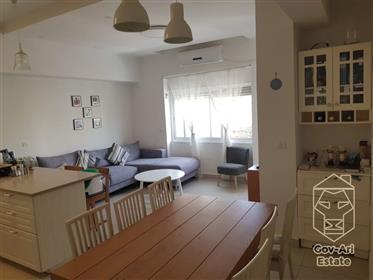 For sale in the city center, an amazing 6-room apartment!!